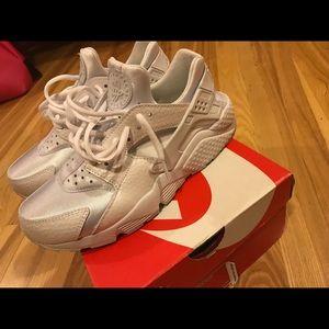 Nike women's Huarache Run PRM